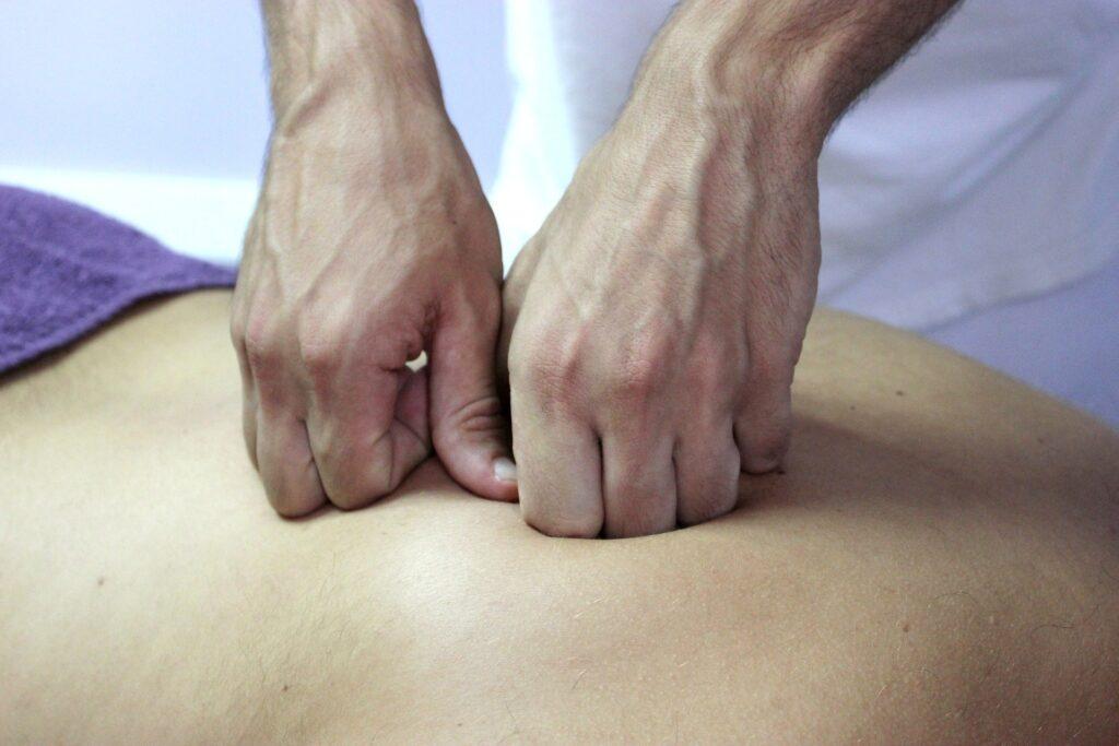 manipolazione colonna vertebrale Osteopata